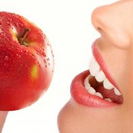 An-Apple-Cleans-The-Teeth.jpg