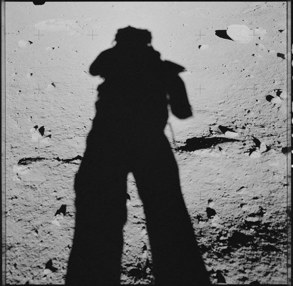 nasa-released-10000-new-photos-from-the-moon-13