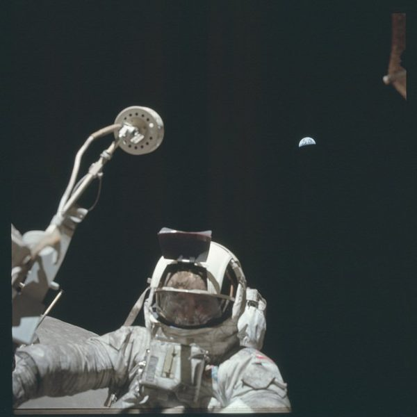 nasa-released-10000-new-photos-from-the-moon-15