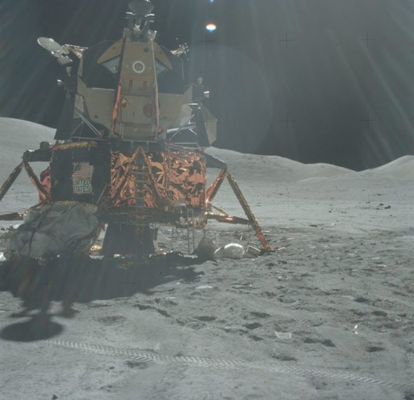nasa-released-10000-new-photos-from-the-moon-17