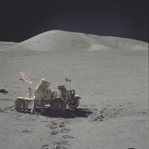 nasa-released-10000-new-photos-from-the-moon-21