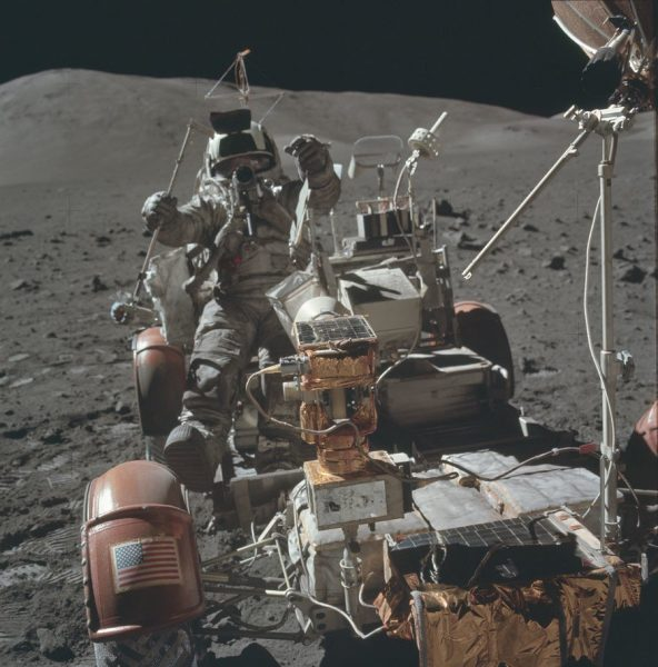 nasa-released-10000-new-photos-from-the-moon-24