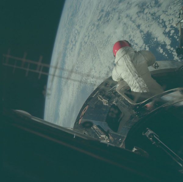 nasa-released-10000-new-photos-from-the-moon-28