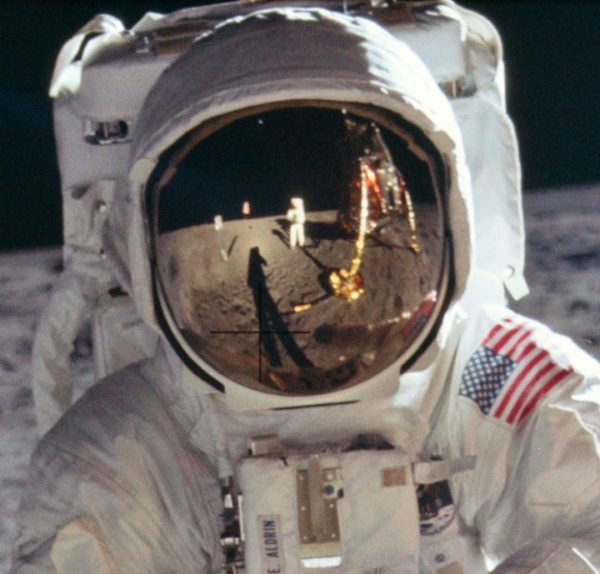 nasa-released-10000-new-photos-from-the-moon-3