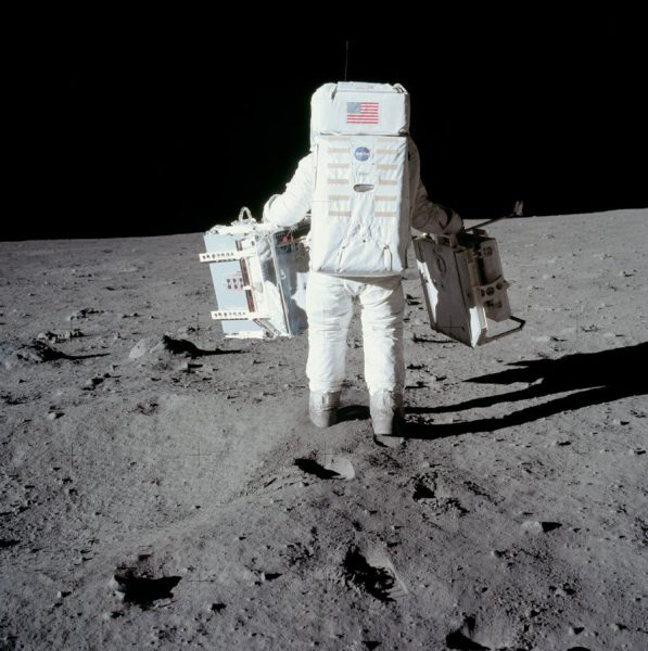 nasa-released-10000-new-photos-from-the-moon-30