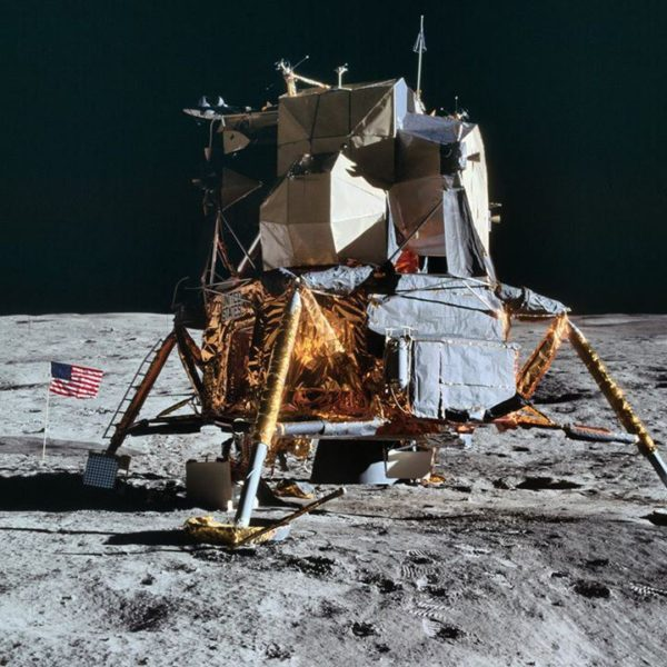 nasa-released-10000-new-photos-from-the-moon-32