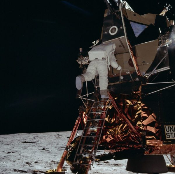 nasa-released-10000-new-photos-from-the-moon-35