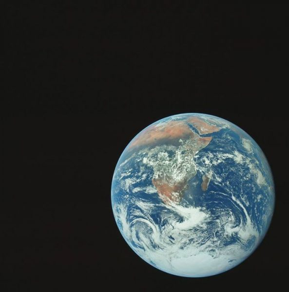nasa-released-10000-new-photos-from-the-moon-4