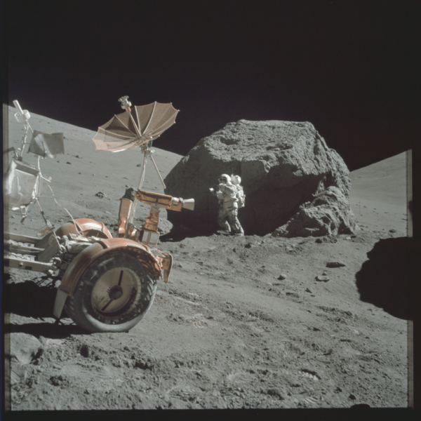 nasa-released-10000-new-photos-from-the-moon-5