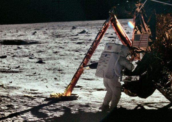 nasa-released-10000-new-photos-from-the-moon-6