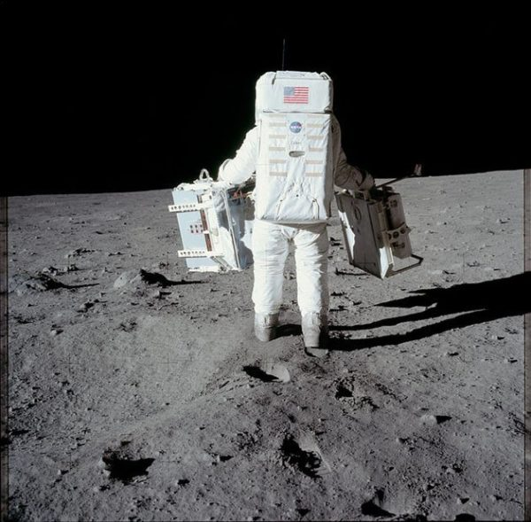 nasa-released-10000-new-photos-from-the-moon-9