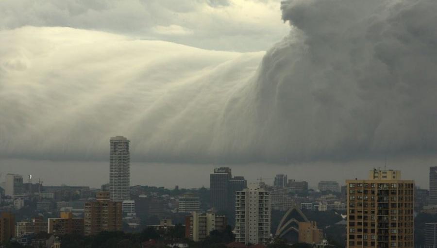 Violent A tsunami in Sydney.