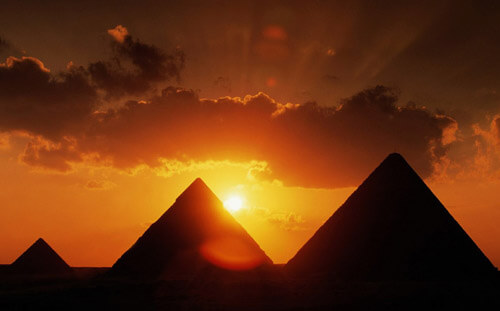 Most Beautiful Places On Earth 9.-Pyramids-of-Giza-GC¦зo¦В-El-Giza-Egypt