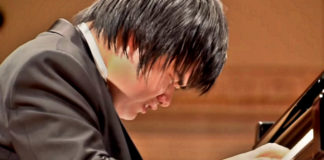 blind-pianist-bursts-into-tears-while-playing