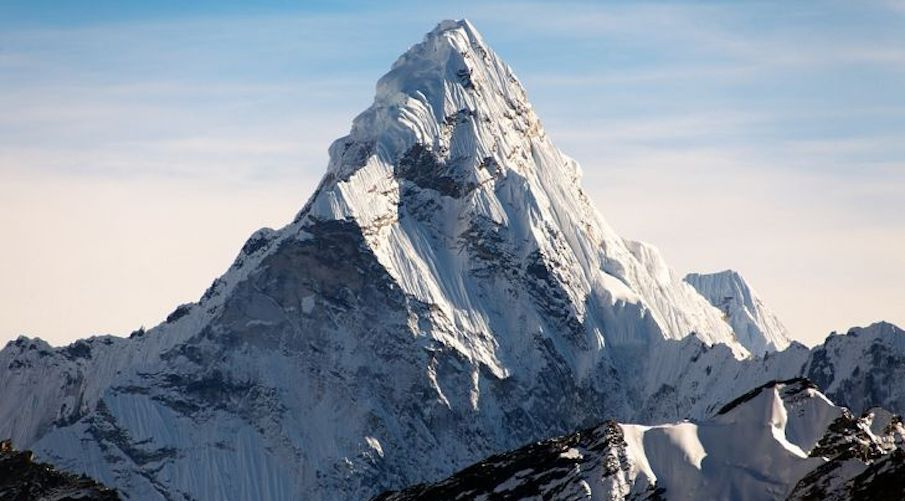 everest-is-covered-in-giant-trash-pile